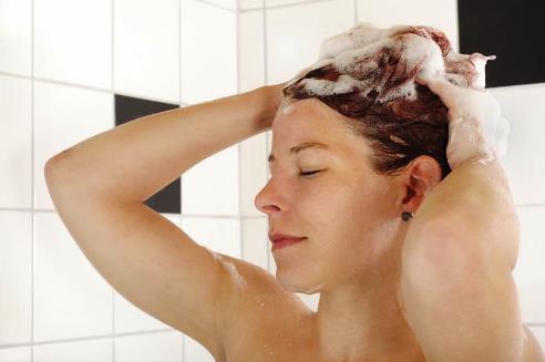 El medio simple para la densidad de los cabello