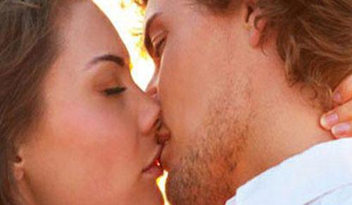 Lenguaje corporal durante el beso