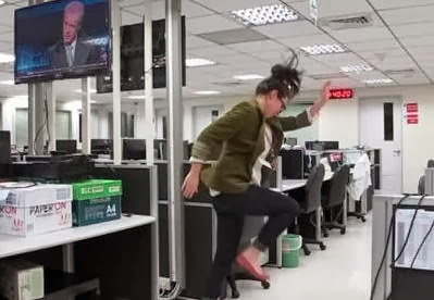 Periodista graba su renuncia y video es viral