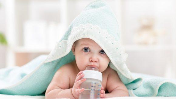 ¿Cuándo es recomendable darle agua a un bebé?